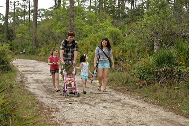 familie-in-het-bos